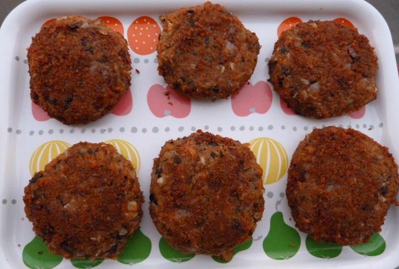 Hambúrgueres de feijão preto e batata doce – Vegan